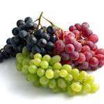 ملك الفواكه .. العنب فوائده وأضراره الصحية ..
