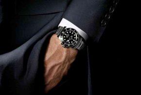 يجب على كل رجل معرفة قواعد ارتداء البدلة الرسمية..