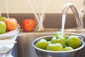 هناك بعض الفواكه والخضروات السامة ربما تتناوليها كل يوم ..